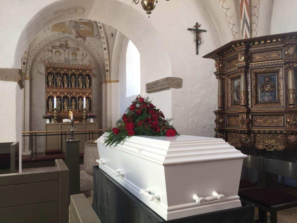trumna w domu pogrzebowym